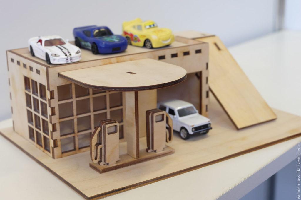 Как сделать гаражи для игрушечных машинок 658